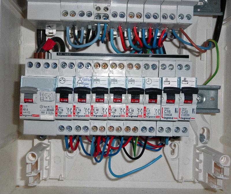 Un tableau electrique l 39 electronique la maison - Cablage coffret electrique maison ...